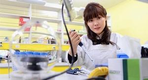 علماء الكيمياء يطورو