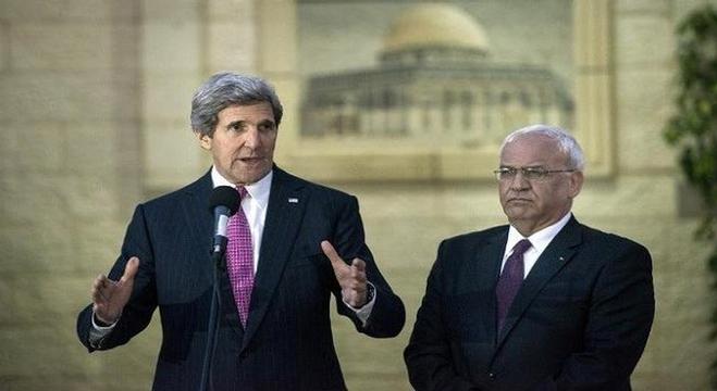 عريقات-ووزير-الخارجية-الأمريكي-جون-كيري