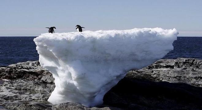 ذوبان طبقات الجليد شرقي القارة القطبية الجنوبية نتيجة لارتفاع درجات الحرارة على كوكب الأرض
