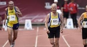شاهد.. مسنون في سباق
