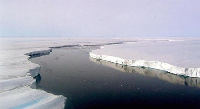 علماء يكتشفون تشققا في القارة القطبية الجنوبية