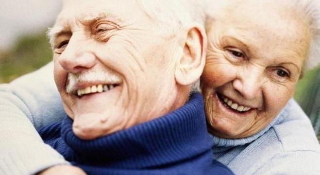 مع تقادم الرابطة الزوجية يصبح المحافظة على استمرارها ودفئها صعبا.