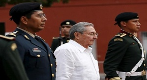 راؤول كاسترو يعد بال