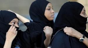 سعوديات يشعلن جدلا و