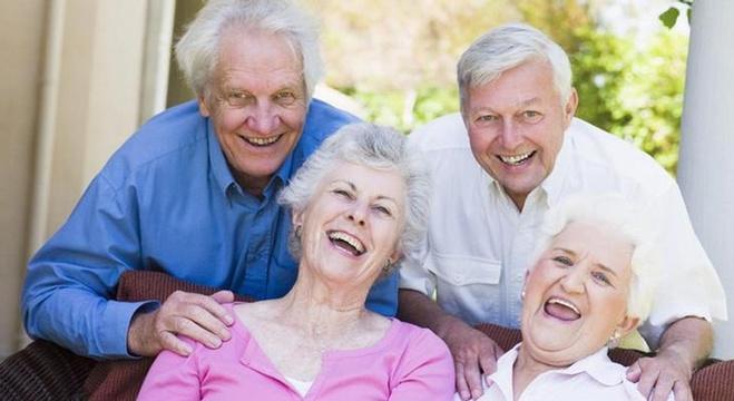 الضحك يقي الدماغ من الشيخوخة