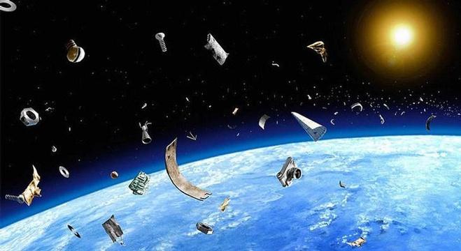 تنظيف الفضاء