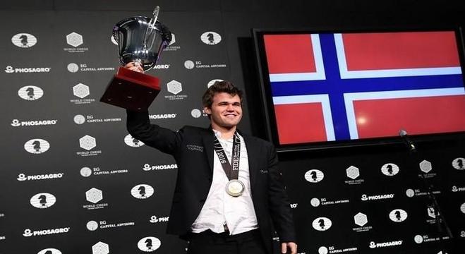 بطل العالم في الشطرنج النرويجي ماغنوس كارلسن