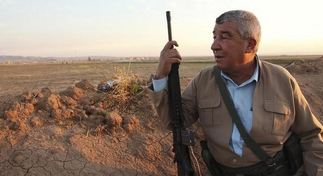 مقاتل كردي عراقي في بلدة الزمر شمال البلاد