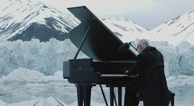 عزف-البيانو
