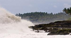موجة تسونامي تضرب ني