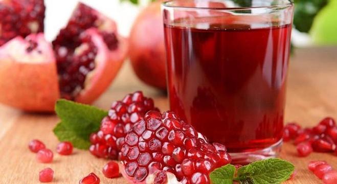 عصير الرمان لا يقي من أمراض القلب