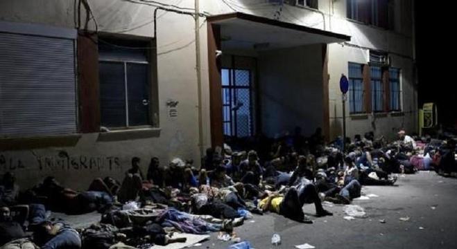 لاجئون عالقون في اليونان