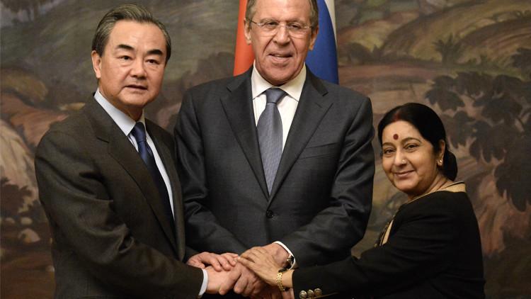 لقاء وزراء خارجية روسيا والصين والهند