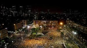 احتجاج بالآلاف في تل