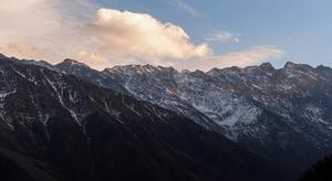 لماذا بعض الجبال أعل