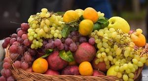 فاكهة في متناول الجم