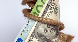 الدولار يقترب من أعل
