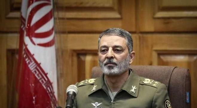 قائد الجيش الإيراني اللواء عبد الرحيم موسوي