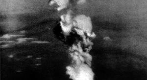 مجلة: أول قنبلة نووي