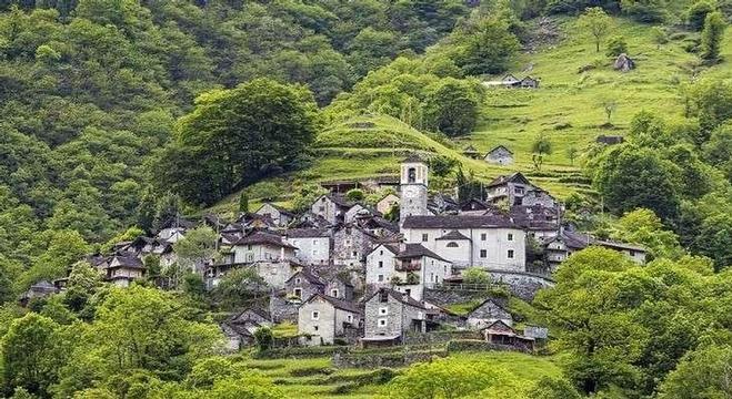 قرية كوريبو السويسرية