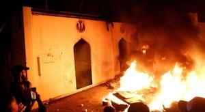 إعلام: محتجون يضرمون
