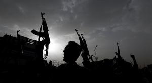 ضابط يمني يكشف عن مص
