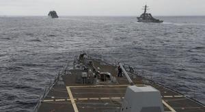 سفن حربية أمريكية تق