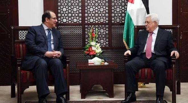 رئيس جهاز المخابرات العامة المصرية اللواء عباس مصطفى كامل والرئيس الفلسطيني محمود عباس